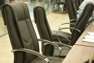 Resultado de imagem para cadeira vazia no tribunal