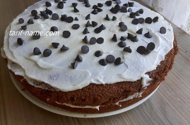 Kakaolu damla çikolatalı yaş pasta tarifi