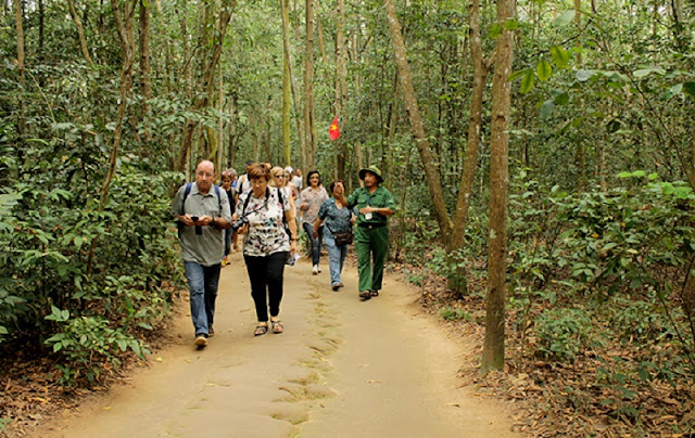 A day to Cu Chi tunnel 3