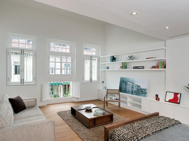 Desain interior ruko hitam putih, inspirasi ruang tidur utama
