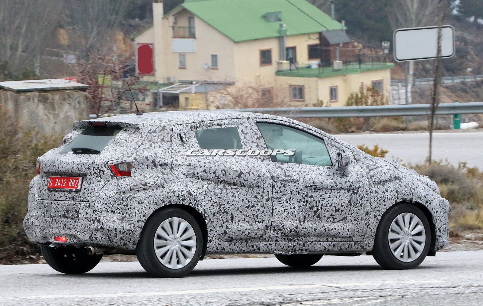 2017-Nissan-Micra-hatch8.jpg