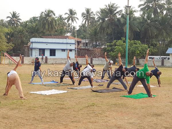 Kerala, News, Kasargod, Thalangara, Yoga class, Yoga class started in Thalangara.