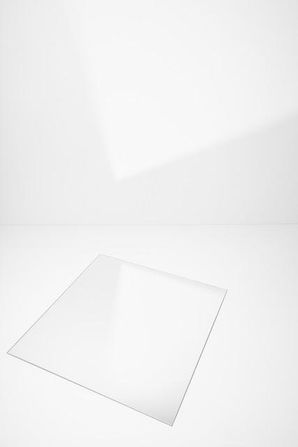 Kompozycja suprematyczna. Abstrakcja geometryczna. Czarno-biała fotografia odklejona. fot. Łukasz Cyrus, Ruda Śląska.
