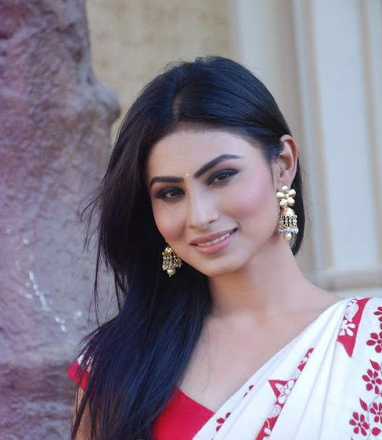 mouni-roy-smiley-face