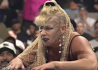 WWE / WWF Royal Rumble 1998 - Luna Vachon supports Goldust in his match with Vader