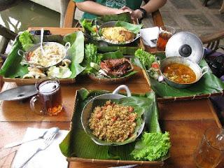Sapu Lidi Wisata Kuliner Bandung Bertema Tradisional