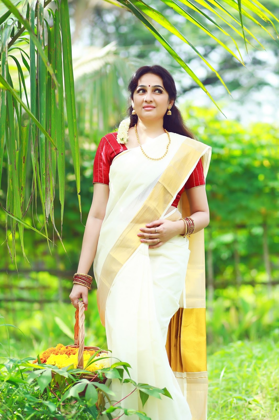 Malayalam Actress Aavaana Onam Photoshoot