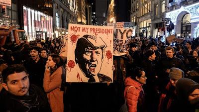 احتجاجات بنيويورك ضد قرار ترامب بحظر السفر على ست دول ذات أغلبية مسلمة