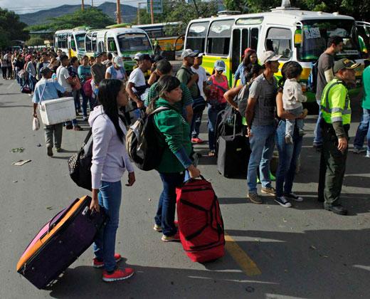 127.000 venezolanos cruzaron la frontera entre sábado y lunes, afirma Colombia