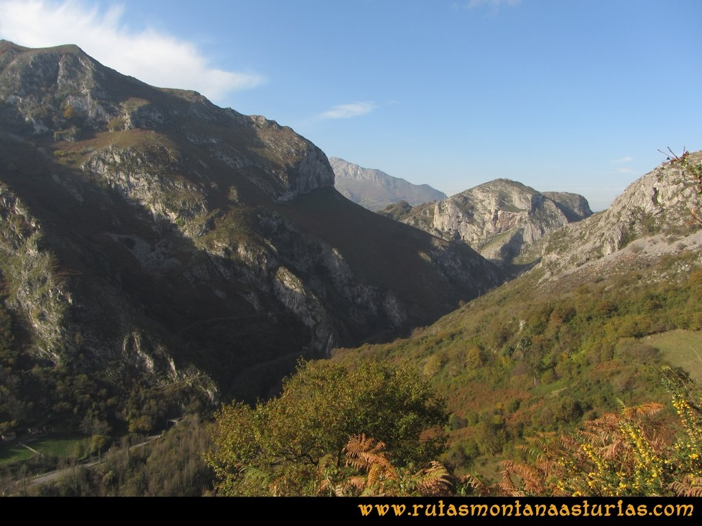 Ruta Baiña, Magarrón, Bustiello, Castiello. Carretera a Mieres por el valle
