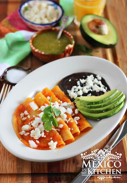 Entomatadas, corn tortillas covered with tomato sauce.