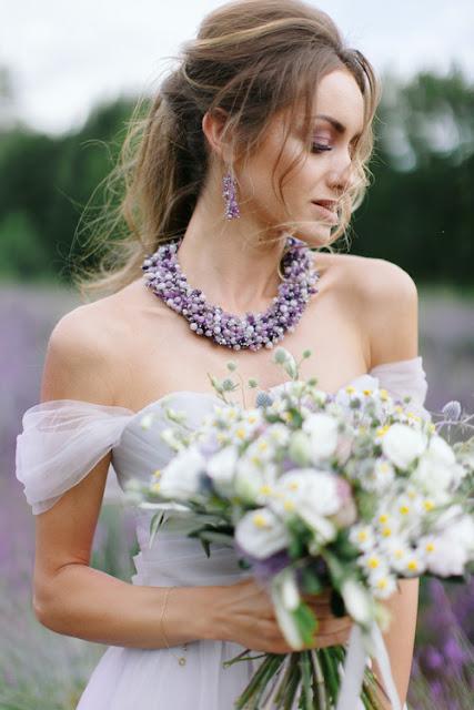 lawenda | panna młoda | sesja ślubna | bukiet z polnych kwiatów | styl rustykalny