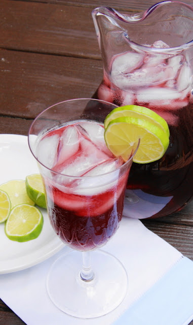 Beat the summer heat with Blueberry-Lime Iced Tea! ... It's a totally refreshing & flavorful combination.   www.thekitchenismyplayground.com