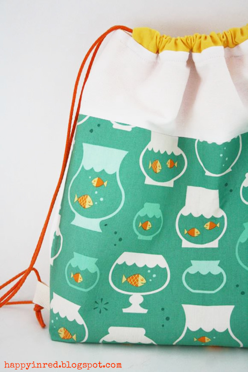 Drawstring backpack, free sewing pattern | Happy in Red
