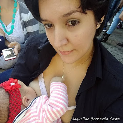 """A """"Hora do Mamaço"""" é uma iniciativa que acontece semelhante a """"Hora do Planeta"""", quando em todas as cidades brasileiras mães com seus bebês e companheir@s se reúnem no mesmo dia e horário para realização de um ato público em defesa da Amamentação."""