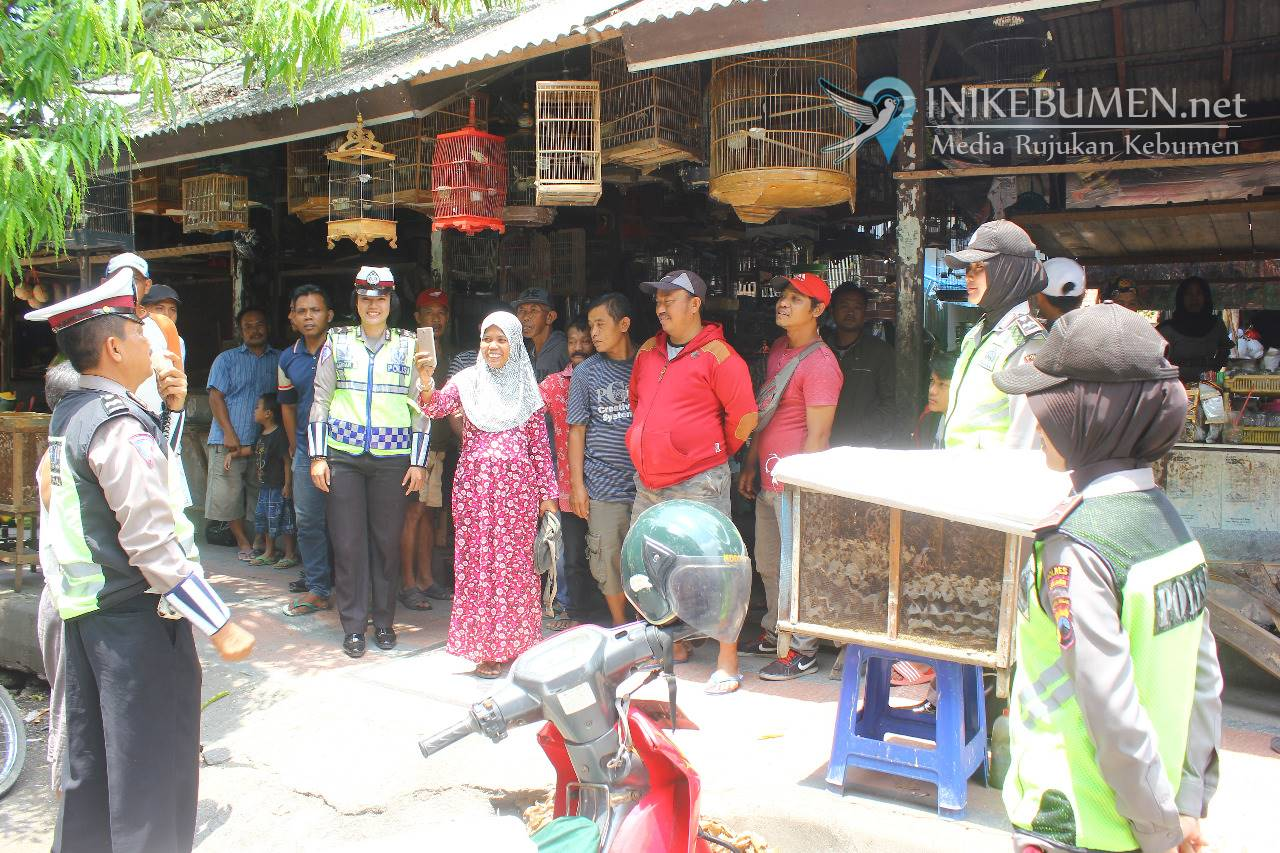 Tekan Angka Pelanggaran Lalu Lintas, Polisi Kebumen Gelar Sosialisasi di Pasar Burung