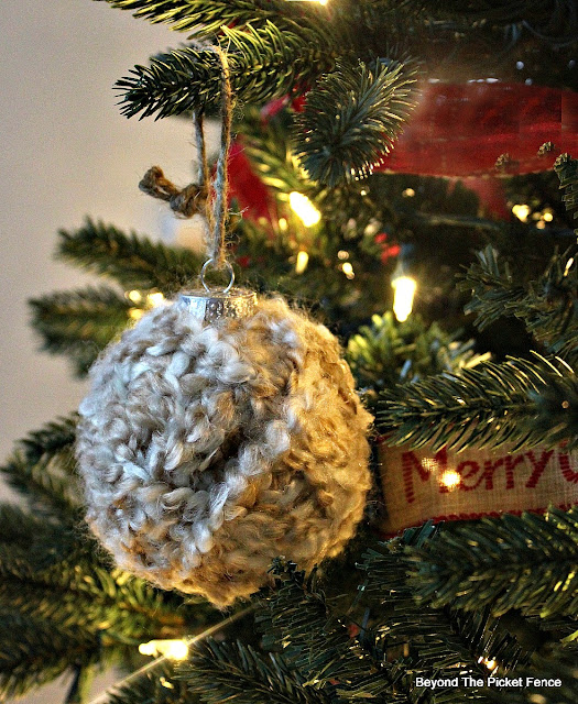 ornament, yarn ball, DIY, Christmas ideas, rustic, tree, decorations, http://bec4-beyondthepicketfence.blogspot.com/2015/11/12-days-of-christmas-day-6-warm-cozy.html