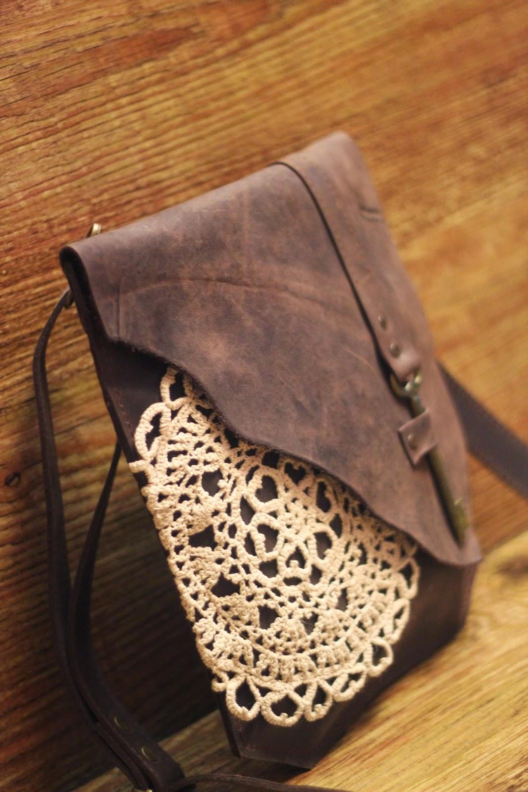 0c6cc1909623 Она прислала мне несколько фото кожаных сумок с кружевами. А поскольку мне  давно хотелось сшить такую, я засунула свою совесть куда подальше и сшила.