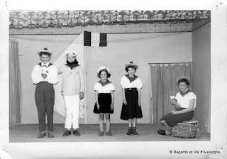 Ancienne Photo de famille noir et blanc, vendat, 03 Auvergne