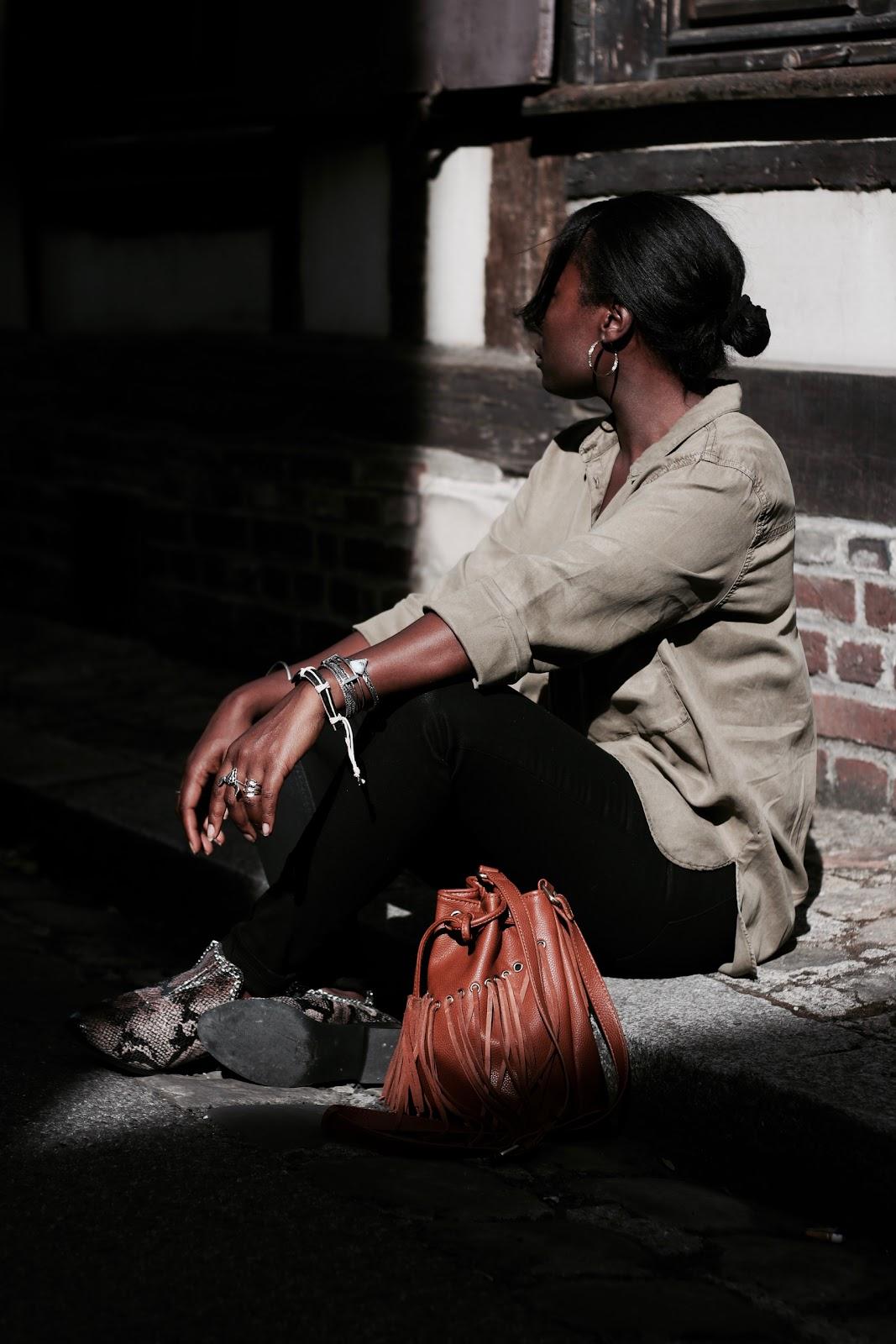 casual-chic-kaki-chemise-jeans-noir-bottines-asos