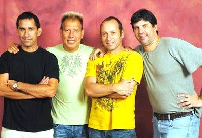 Foto de Raúl Romero con los integrantes de Los Nosequien y los Nosecuanto