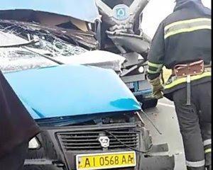 Під Києвом сталося смертельне зіткнення маршрутки і мікроавтобуса, є постраждалі