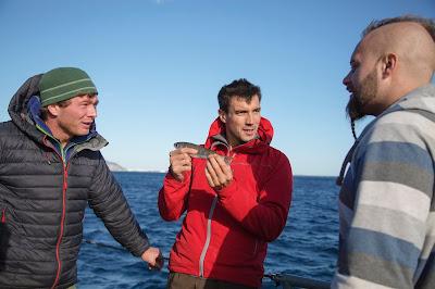 Trio de pescadores em cena da série - Divulgação