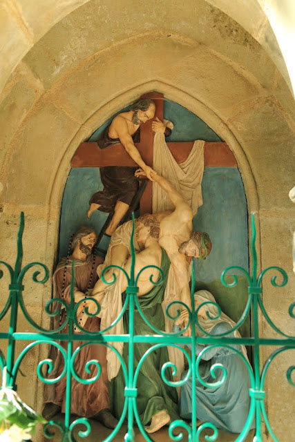 Way of the cross. Standing. Thirteenth. Rocamadour. France. Крестный путь. Стояния. Тринадцатое. Рокамадур. Франция.