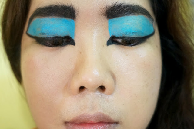 Create a Reverse Cat Eye