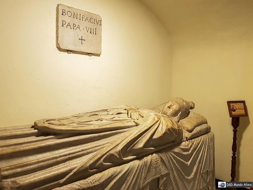 Túmulos dos papas abaixo da Basílica - O que fazer no Vaticano