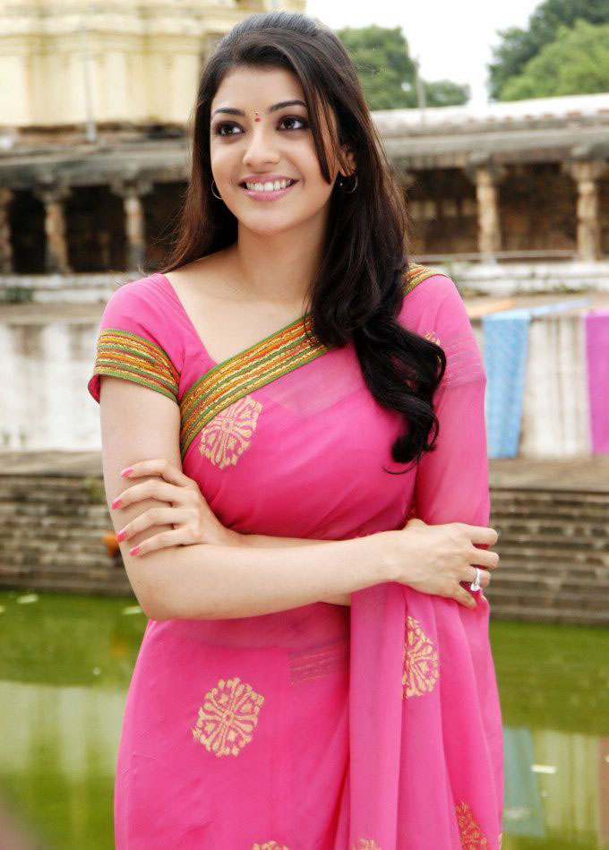 Kajal Agarwal Stills Photos In Pink Saree
