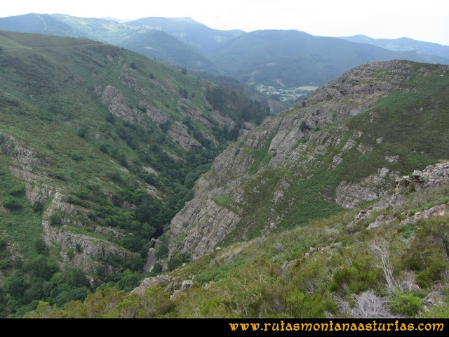 Ruta Hoces del Esva: Vista del embalse desde la parte superior del camino