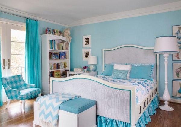 Dormitorio en colores turquesa con una foto