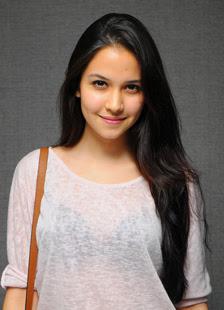 Biodata Estelle Linden berperan sebagai Srimaya ( Valentine )