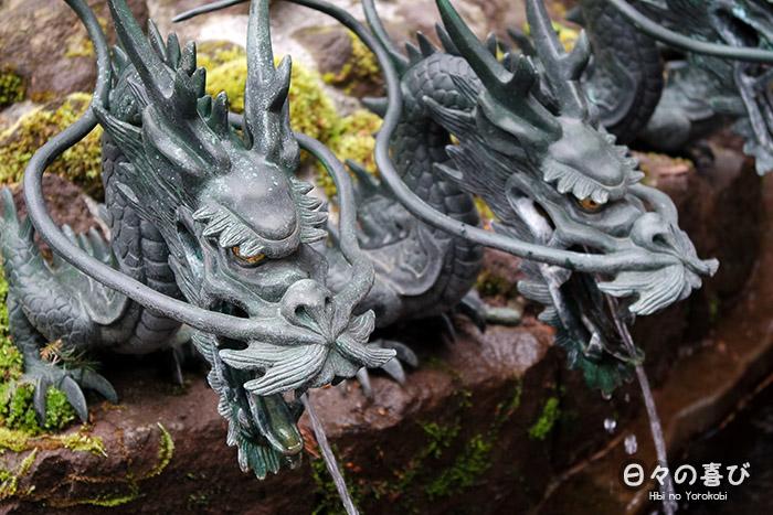 Détail d'une sculpture de dragon, sur l'une des fontaines du Hakone-jinja