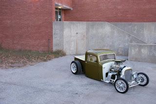 03-1937-chevy-pickup-custom-comboni- dans Hot Rods