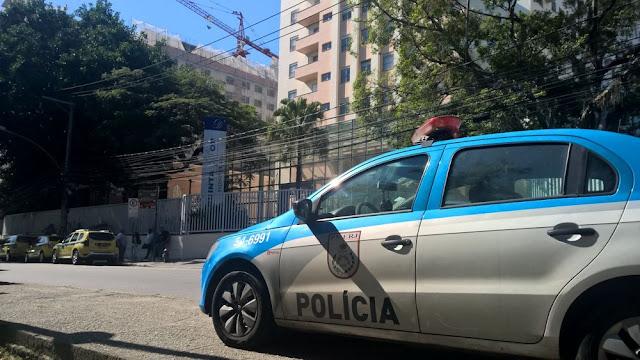 PM morre e outro fica ferido em ataque à UPP Mangueira, Rio