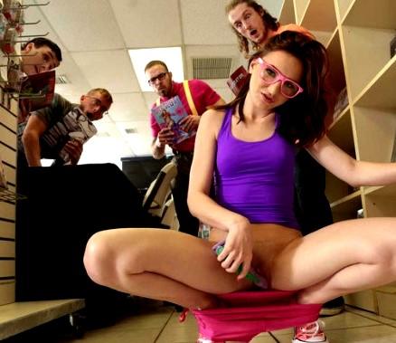 Скромные девушки-ботанки www.eroticaxxx.ru: эротика в библиотеке (18+) в очках