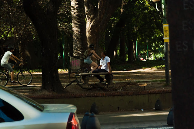 Foto de gente en la plaza