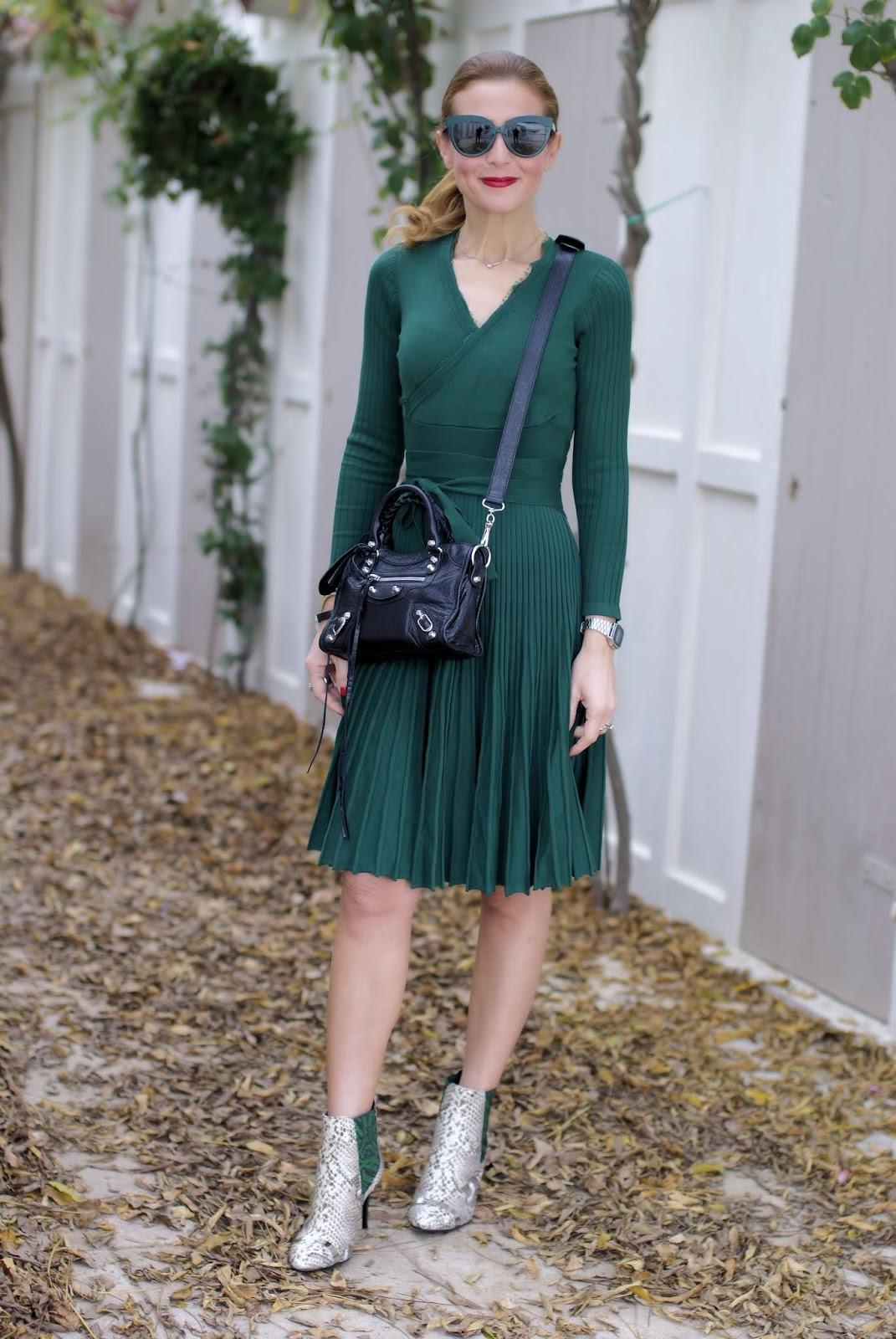 Metisu wrap neckline dress on Fashion and Cookies fashion blog, fashion blogger style