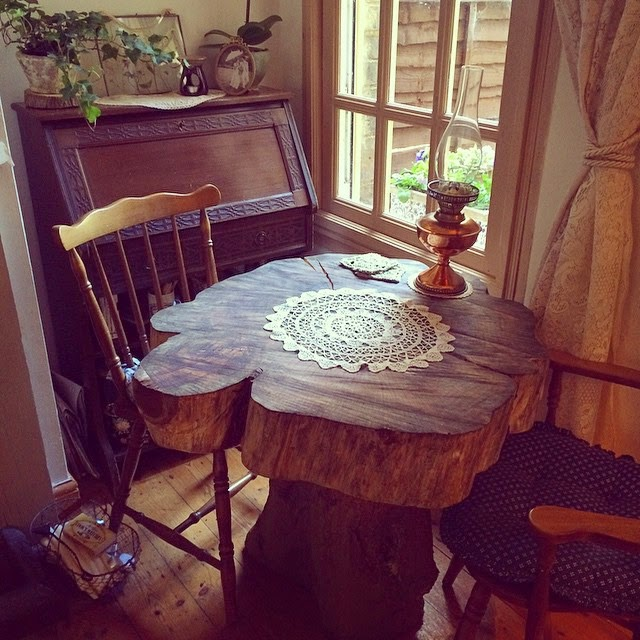 Rustic garden table - easily sourced