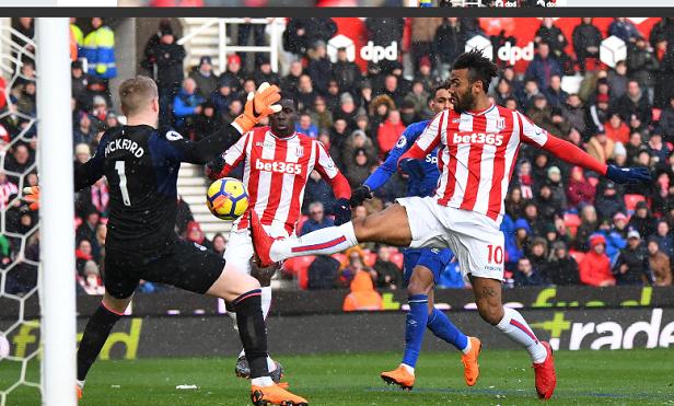 Premier League: Tchoupo-Moting retrouve le chemin des filets face à Everton