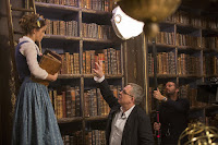 Emma Watson and Bill Condon on the set of Beauty and the Beast (2017) (6)
