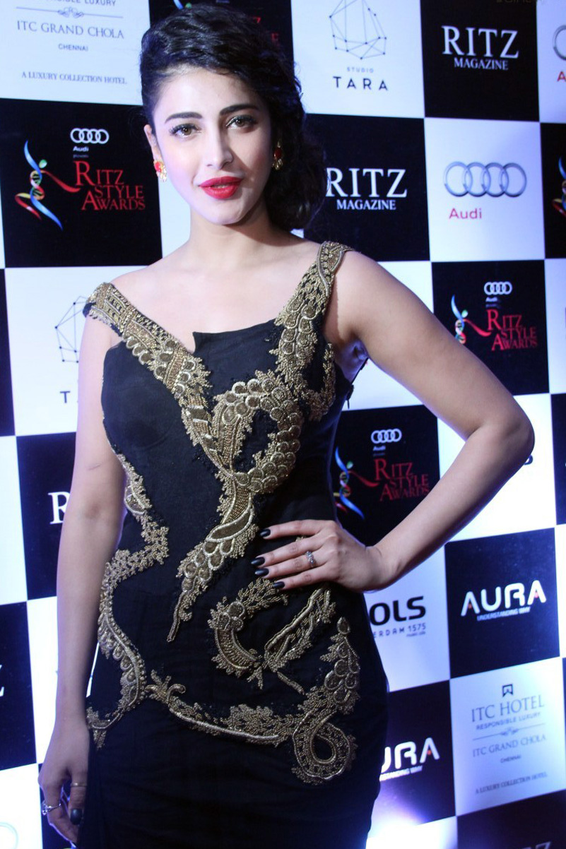 Shruti Haasan 2016 Photos at Awards Function