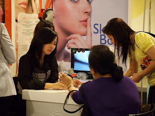 Experienced beauty consultant