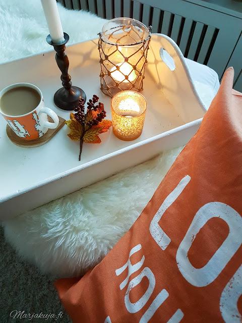 sisustus kahvi syksy kynttilä tunnelma olohuone kynttilänjalkja talja H&M