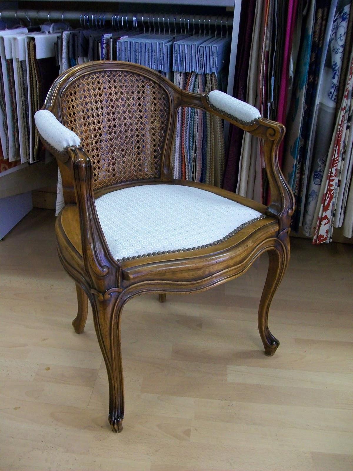 l 39 petit fauteuil de bureau. Black Bedroom Furniture Sets. Home Design Ideas