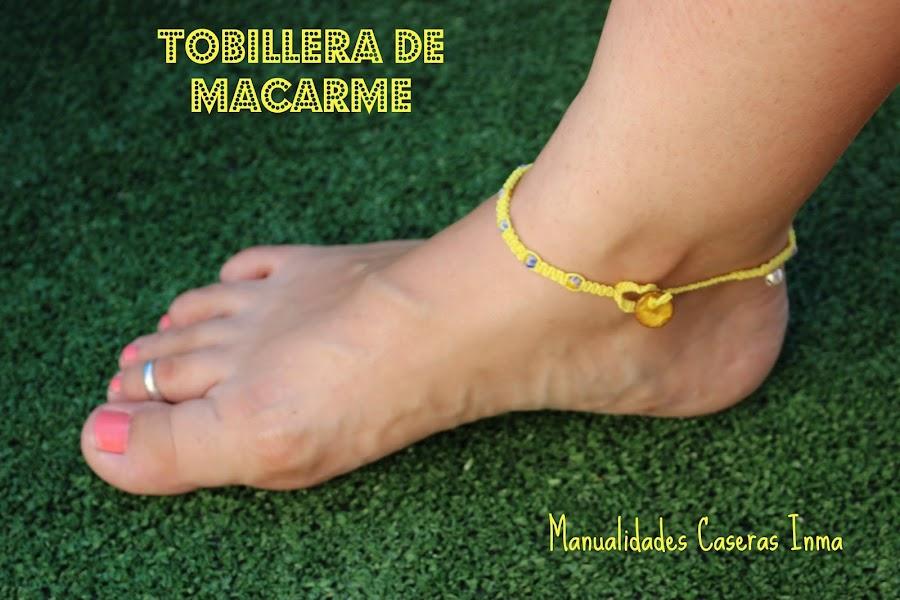 Manualidades caseras Inma Tobillera de macrame con bolitas azules