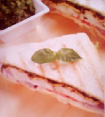Gambar Resep Chicken Sandwich Saus Pesto