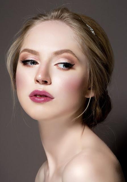 Fique linda e destaque a sua beleza natural com essas maquiagens incríveis que vão fazer você arrasar em qualquer ocasião. São 5 makes naturais lindas para você se inspirar.